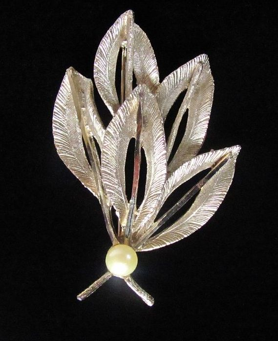 Vintage BSK Textured Gold Tone Leaves Brooch Pin Faux Pearl