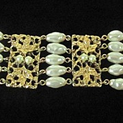Superb Signed Celebrity N.Y. Faux Pearl Bracelet