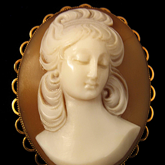 1960's 9ct Full Face Frontal Portrait Shell Cameo Pendant - 9.2 grams