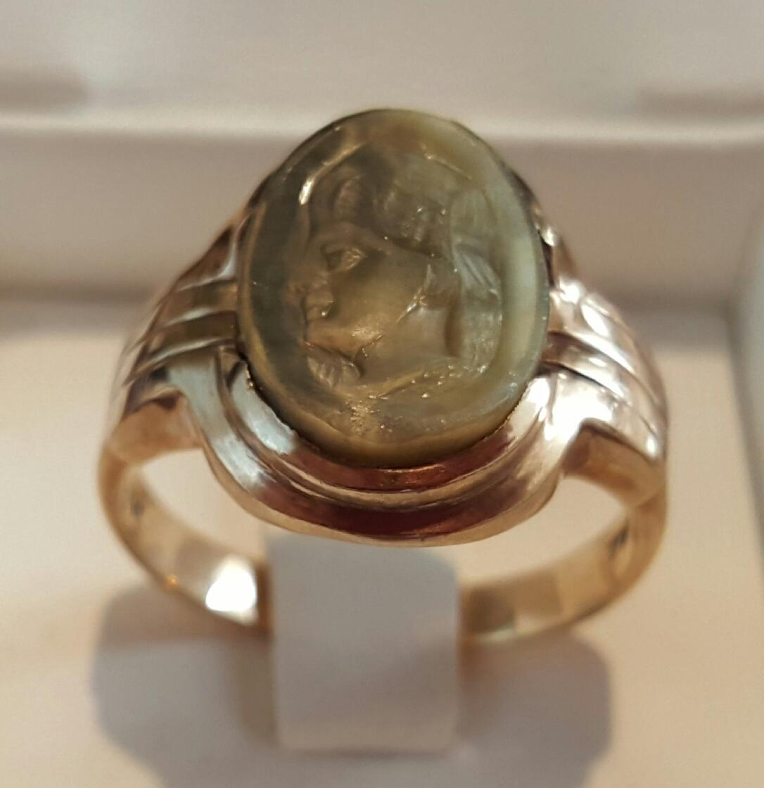 Splendid 10K Yellow Gold Carved Labradorite Cameo Ring - Size 9