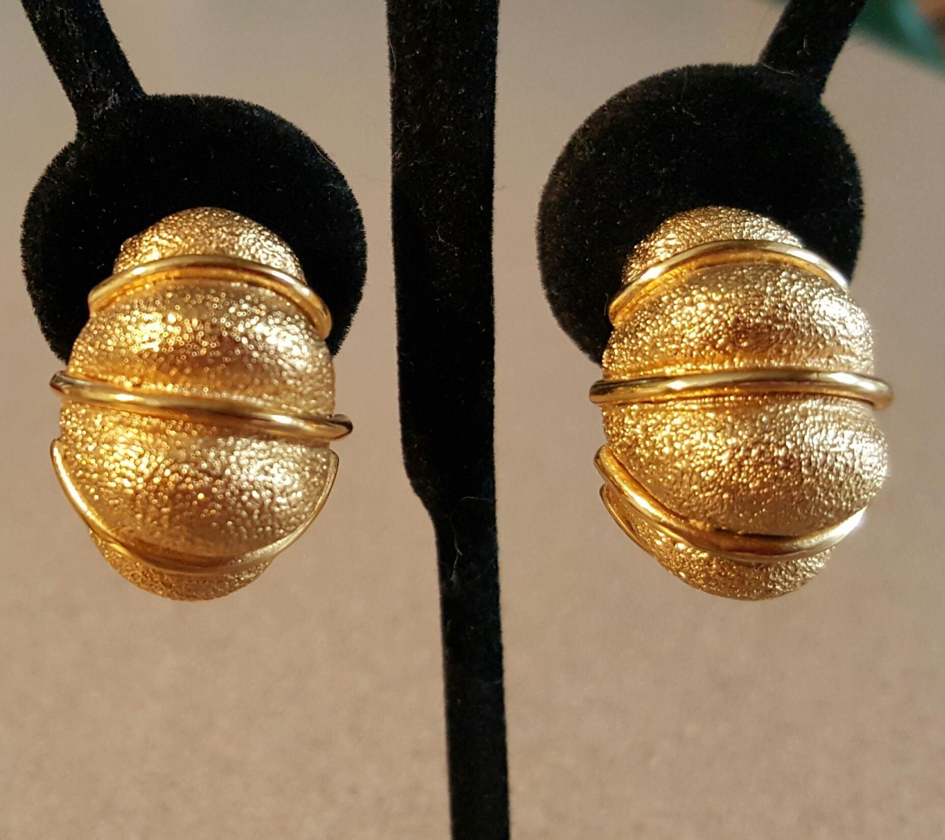 Vintage St. John Golden Shrimp Clip Earrings  - 21.8 grams