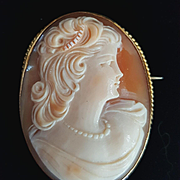 Vintage Beauty 10K Shell Cameo Brooch - 12.5 grams