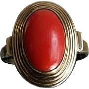 Timeless Chic Dutch Blood Red Coral Cabochon 8K Gold Dress Ring - Size 7.5