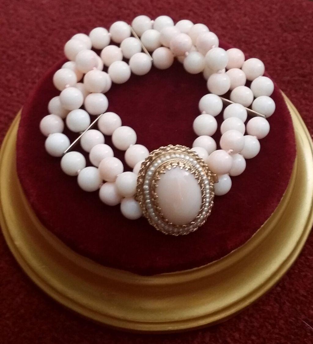 14K Triple Strand Blush Coral Bead Bracelet Cabochon Clasp - 46.6 grams