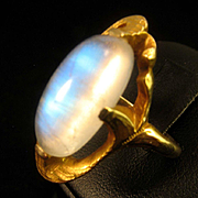 Romantic Art Nouveau 14K Yellow Gold Moonstone Cabochon Ring