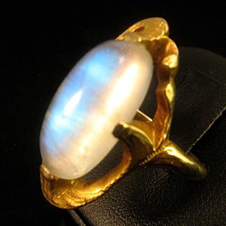 Romantic Art Nouveau 14K Yellow Gold Moonstone Cabochon Ring