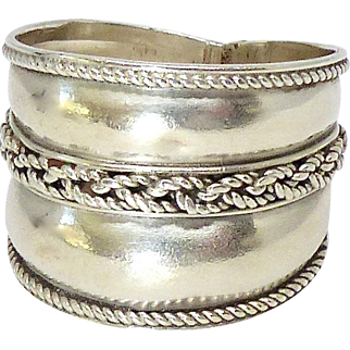 Vintage Silver Ring with Chain Design