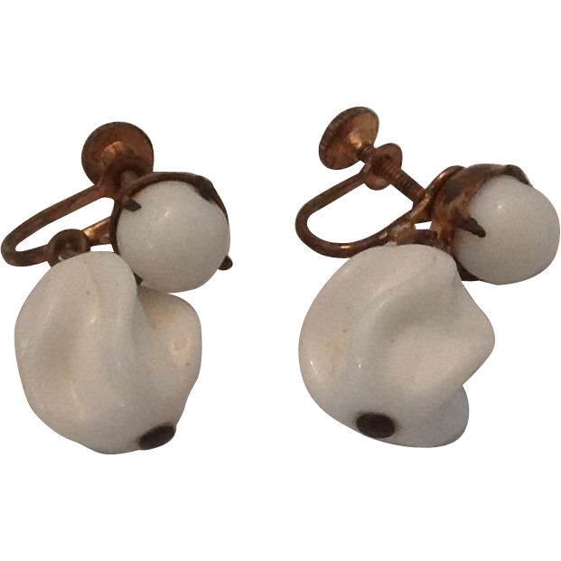 Vintage white glass bead earrings with screw backs