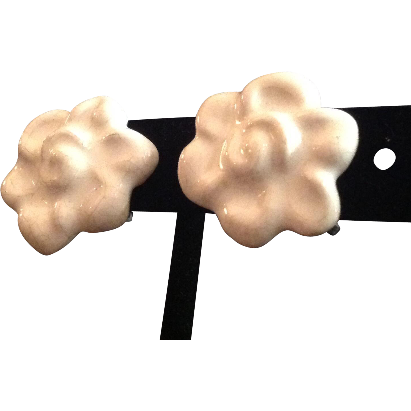 Vintage 1950's ceramic white flower earrings screw back