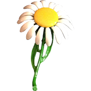 Molded Metal Daisy Pin