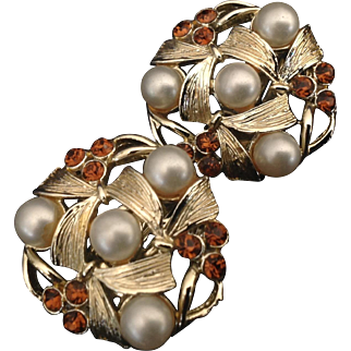 STAR Jewelry Co clip earrings with simulated pearls and brown rhinestones.