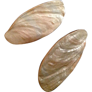Bergere Creamy Iridescent clip earrings