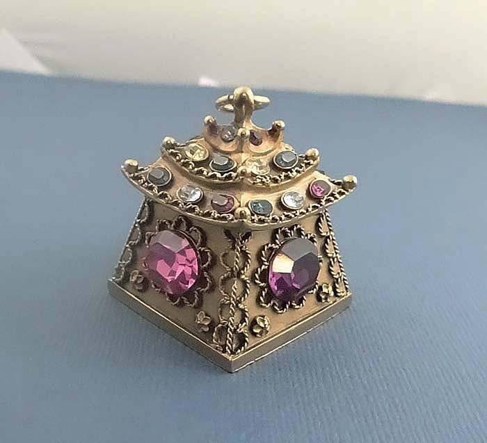 Rare Vintage Trifari Jewelled Rhinestone Pagoda Pendant  Necklace
