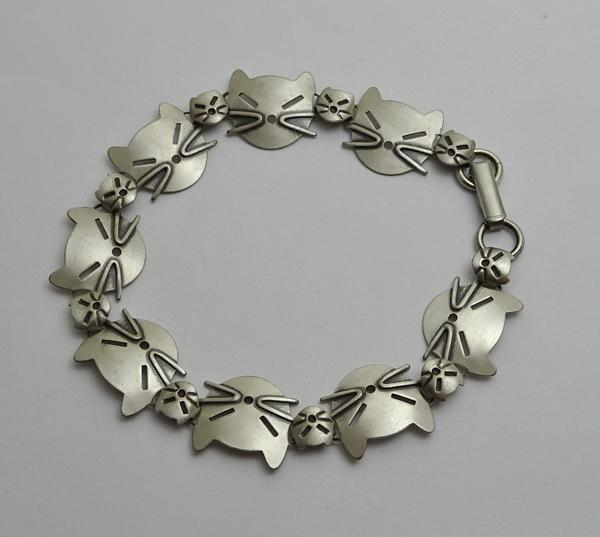 Adorable Beau Sterling Silver Modernist Cat  Link Bracelet