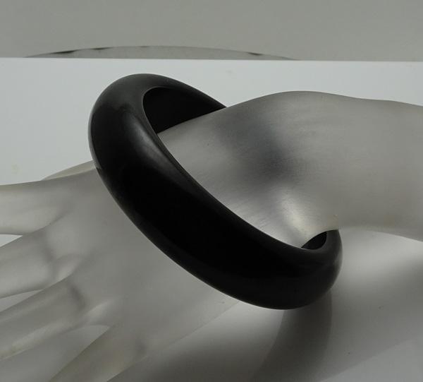 Chunky Vintage Black Bakelite Bangle Bracelet Ruza