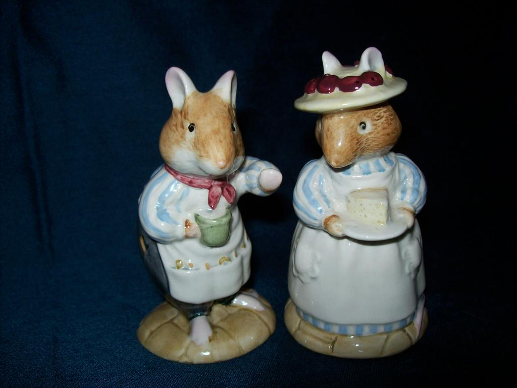 Royal Doulton Brambly Hedge  Mr.and Mrs. Apple Figurines