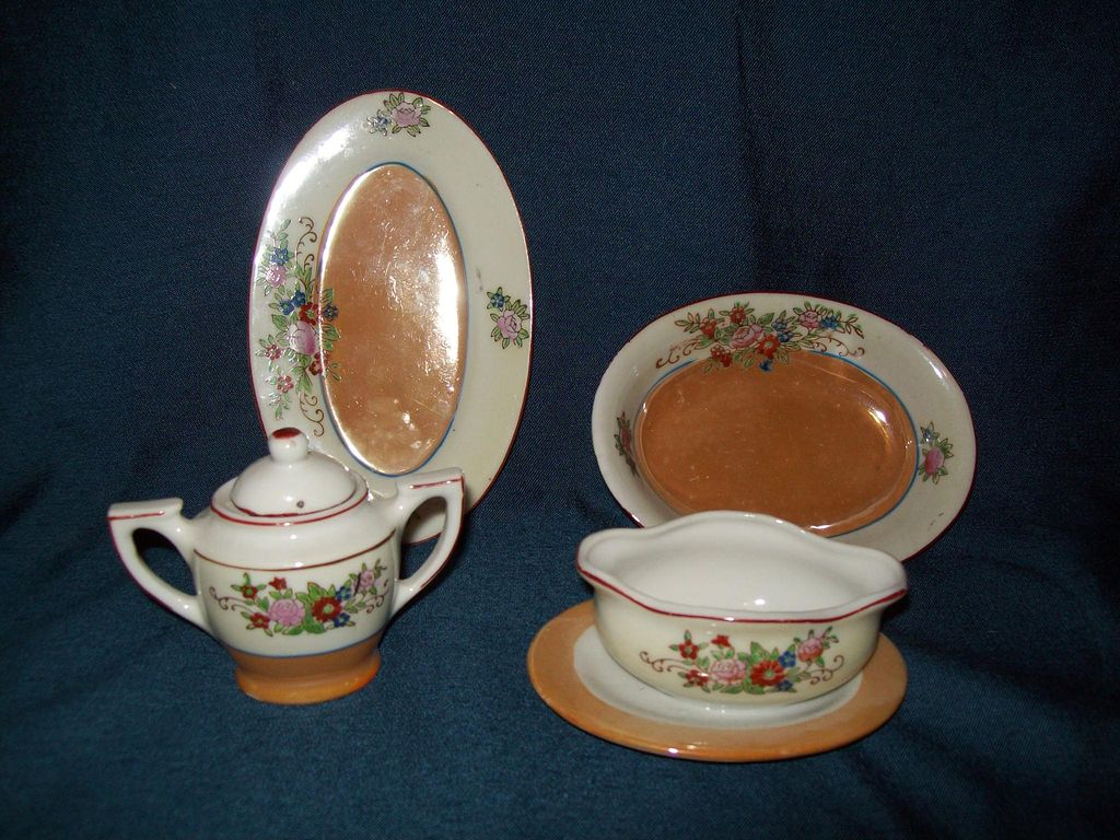 Item ID: 215 childs teaset In Shop Backroom