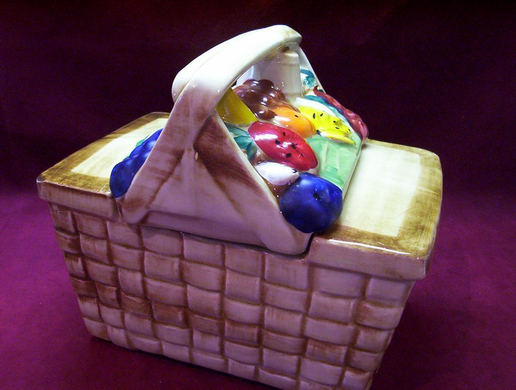 Vintage McCoy  Cookie Jar ** Picnic Basket **