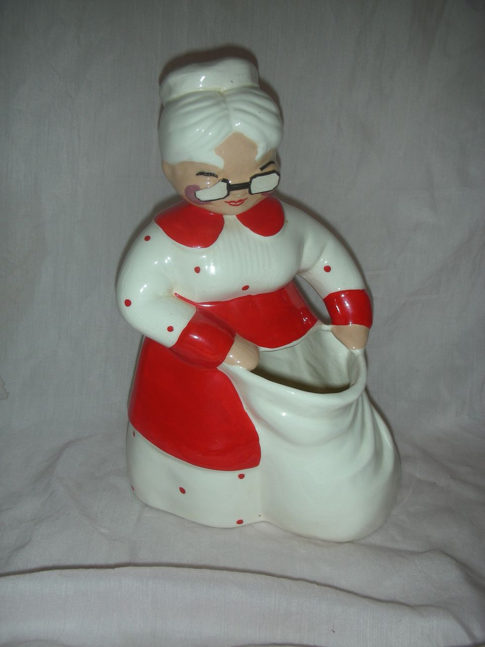 vintage betty lou nicholas mrs clause planter head vase from charlottewebcollectibles on ruby lane. Black Bedroom Furniture Sets. Home Design Ideas