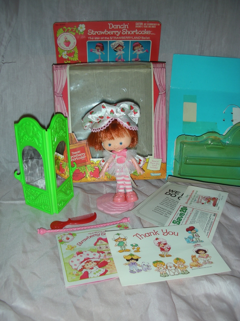 Vintage Dancin' Strawberry Shortcake Doll with Box Hard to Find