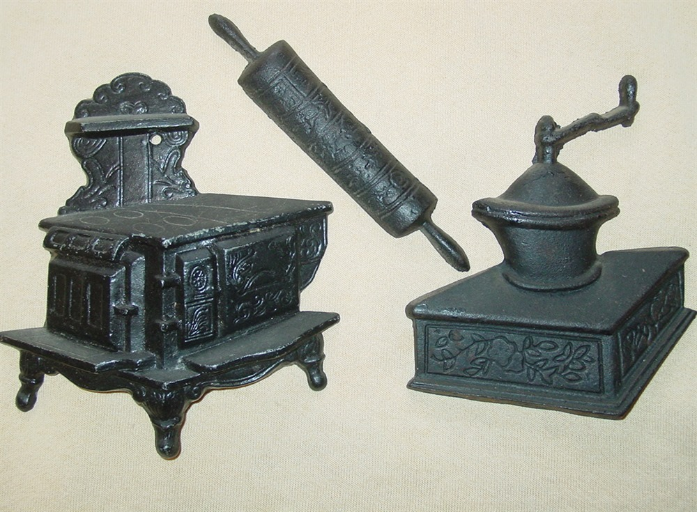 Wood stove cast iron coffee grinder rolling pin wall for Cast iron coffee