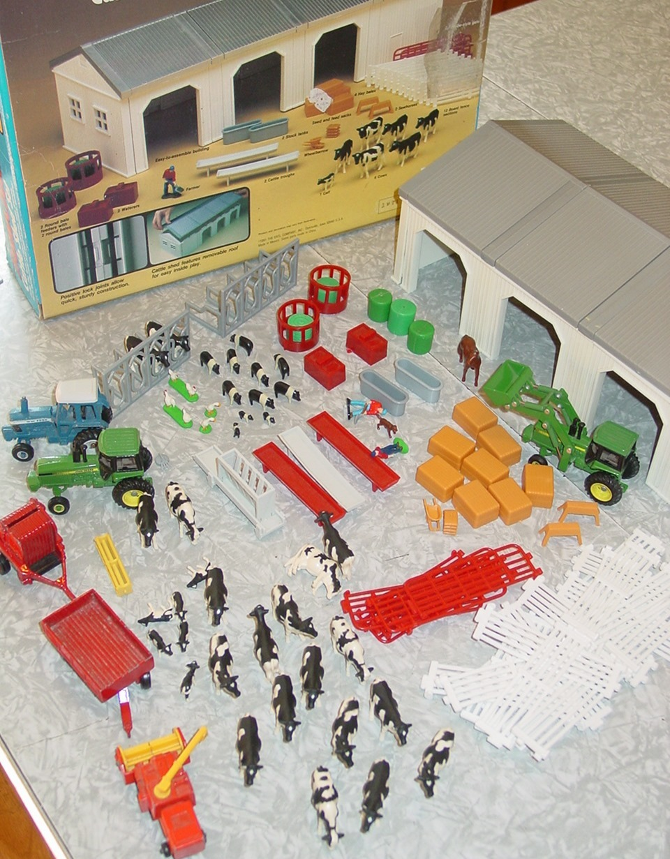 Ertl Farm Country Cattle Shed Set on john deere toy combine harvester