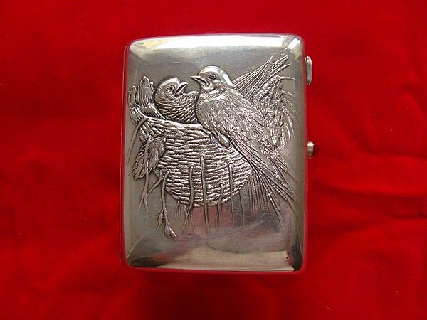 Antique Russian silver cigarette case depicting a bird´s nest, dated at about 1908