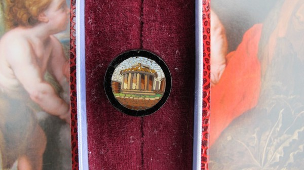 Antique Roman Micro Mosaic button depicting the Vesta Temple, 19th century