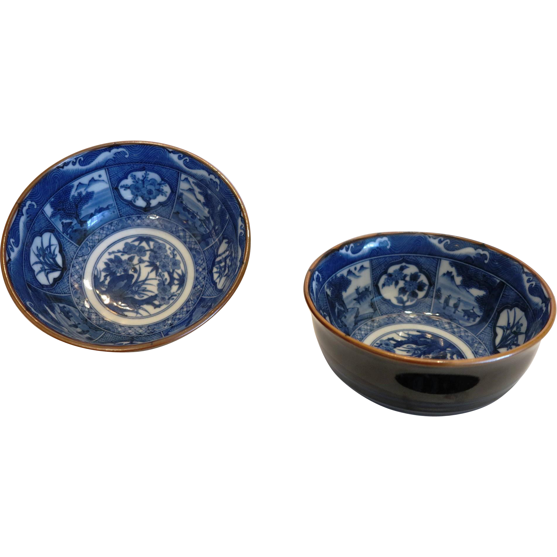 A pair of Chinese Export bowls in blue white design