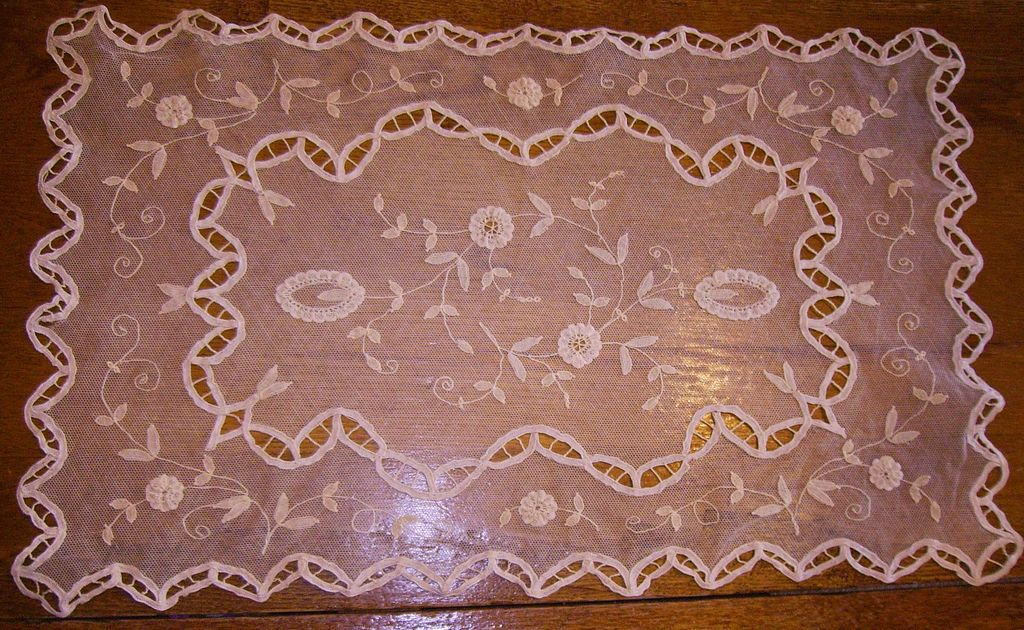Set of 8 Ivory Princess Net Lace Placemats