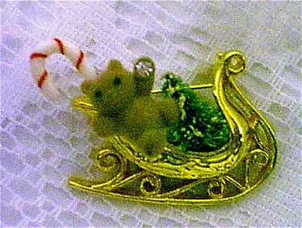 Avon Christmas Sleigh Pin Book Piece!