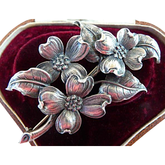 Parenti Sisters sterling silver pin brooch