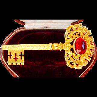Ben-Amun golden tone key pin brooch