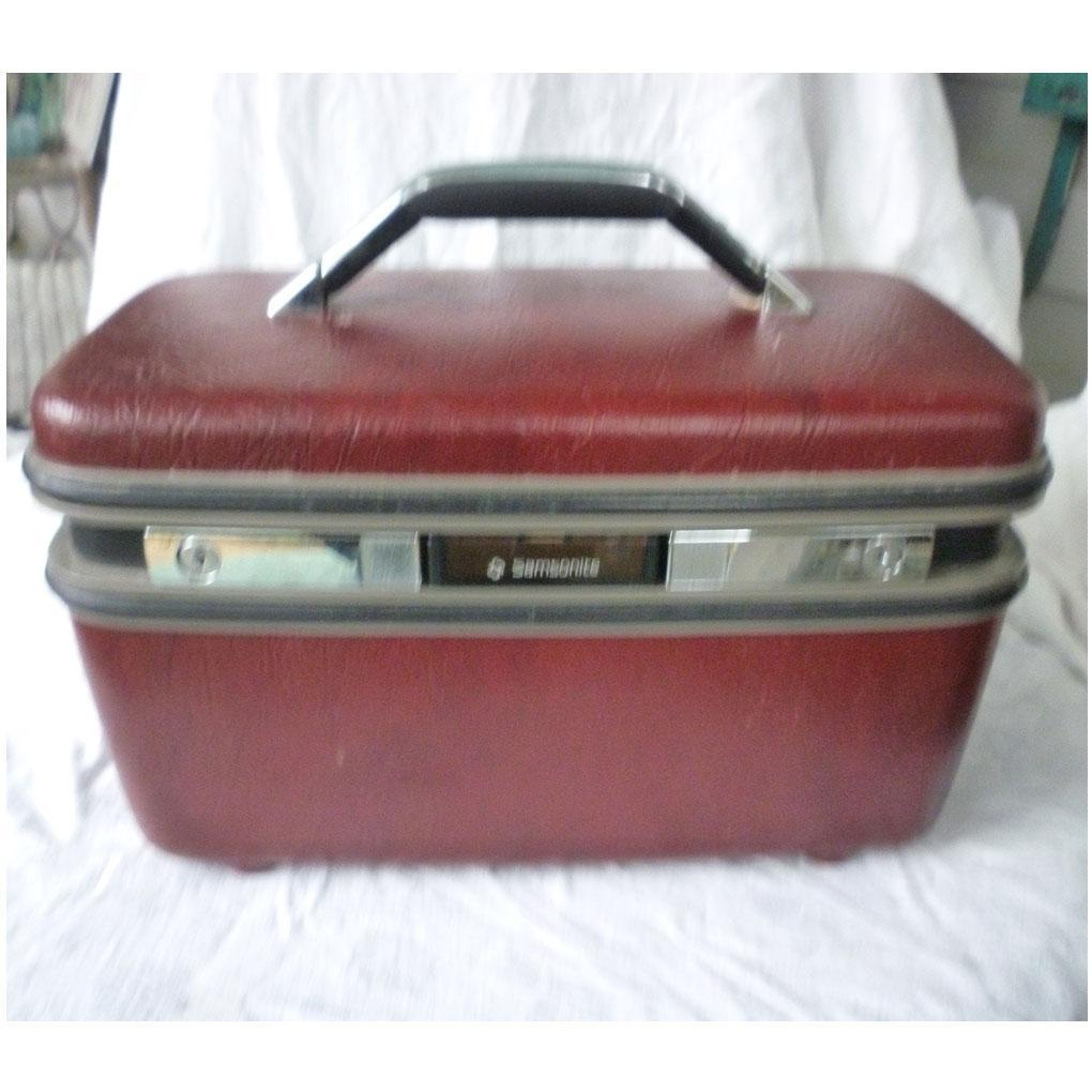 Spiffy Samsonite Make Up Train Case