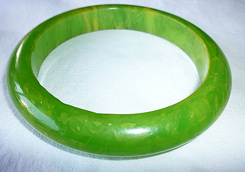 Green with Yellow Swirl Marbled Bakelite Bangle Bracelet