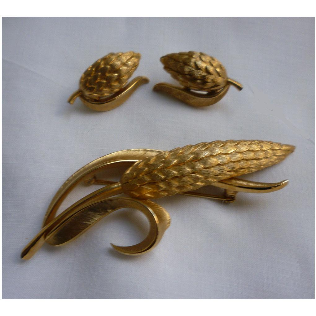 Vintage Crown Trifari Ear of Wheat Brooch and Clip Earrings Set