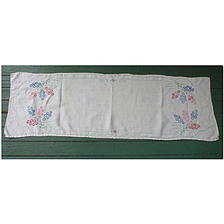 Embroidered Flowers with Green Scallops Large Linen Runner