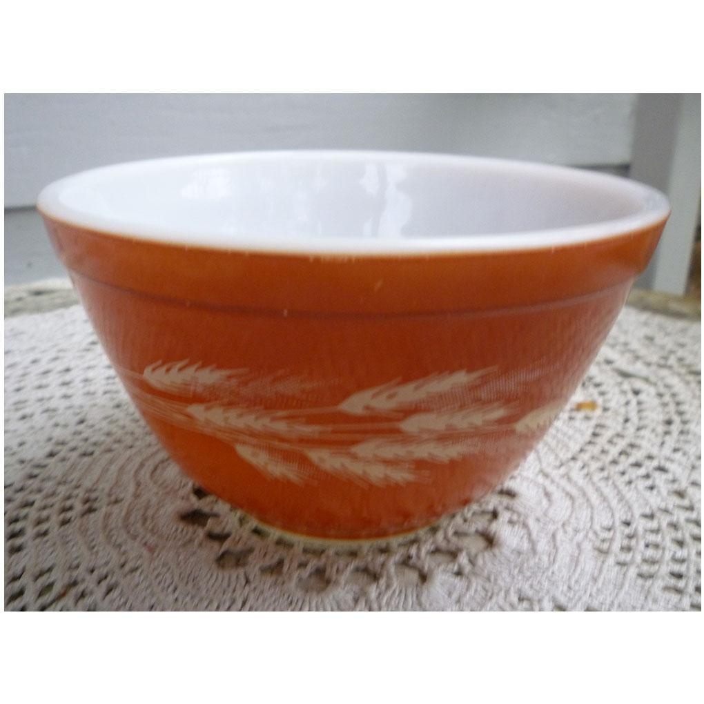 Pyrex Autumn Harvest Pattern Rust Brown Beaded Edge Mixing Bowl 401