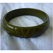 Carved Chevrons Olive Green Brown Swirls Bakelite Bangle Bracelet