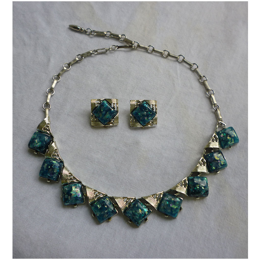 Vintage Coro Iridescent Deep Blue Green Confetti Lucite Necklace Earrings Signed Set