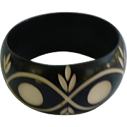 Carved Black to White Chunky Plastic Bangle Bracelet