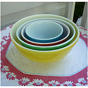 Super Nice Pyrex Primary Colors Nested Mixing Bowl Set