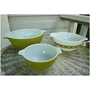 Pyrex Square Flowers Verde Cinderella Mixing Bowls Set of 3