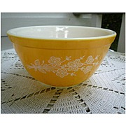 Pyrex Butterfly Gold Beaded Edge Mixing Bowl 402 Redesign 1979