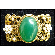 Green Oval Cabochon and Faux Pearls Brooch