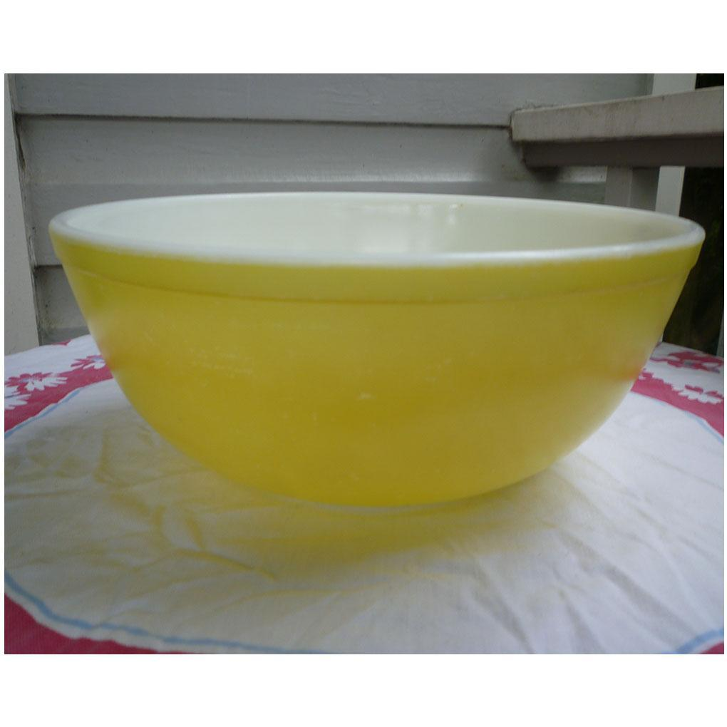 Pyrex Primary Colors Nested Mixing Bowl Yellow 404