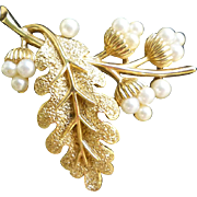 Oak Leaf and Acorns Goldtone and Faux Pearls Crown Trifari Brooch