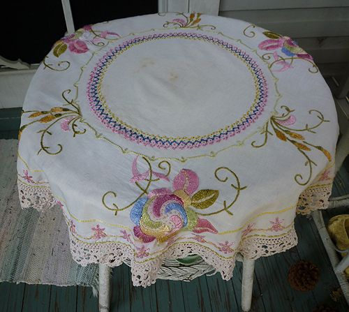 Vintage Linen Arts and Crafts Embroidered Round Table Topper