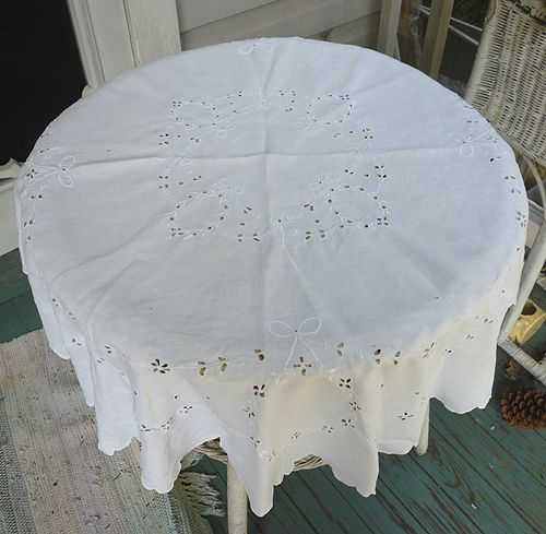 Large Victorian Openwork Embroidered Wreaths Bows White Linen Round