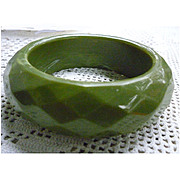 Diamond Faceted Sage Green Very Chunky Vintage Plastic Bangle Bracelet
